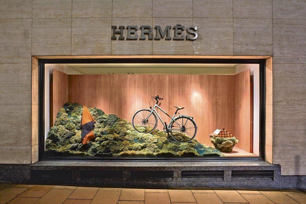 Hermès UK, windows installation made by Alexandra Kehayoglou, London Bond Street, Fall-Winter 2016. Copyright Melvin Vincent