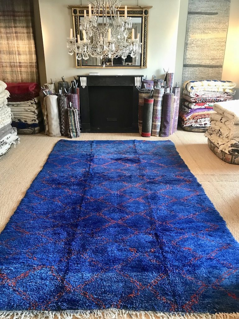 LARGE BLUE BENI MRIRT HANDWOVEN VINTAGE MOROCCAN BERBER CARPET IN COBALT BLUE WITH RED GEOMETRIC DIAMOND DESIGN LARGE SIZE